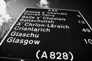 2-a82-bi-lingual-scottish-gaelic-english-roadsign-scotland-uk-joe-fox
